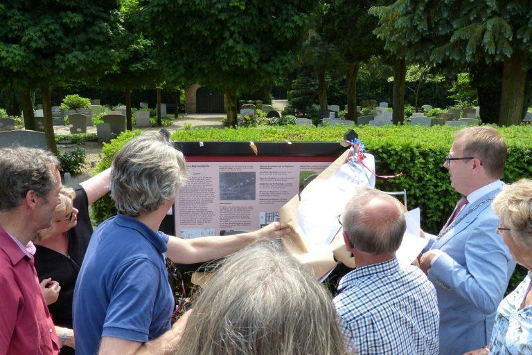 Informatiebord Algemene Begraafplaats Eemnes onthuld