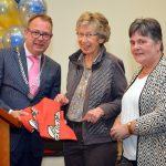 Eerste gemeentevlag verkocht aan burgemeester van Benthem